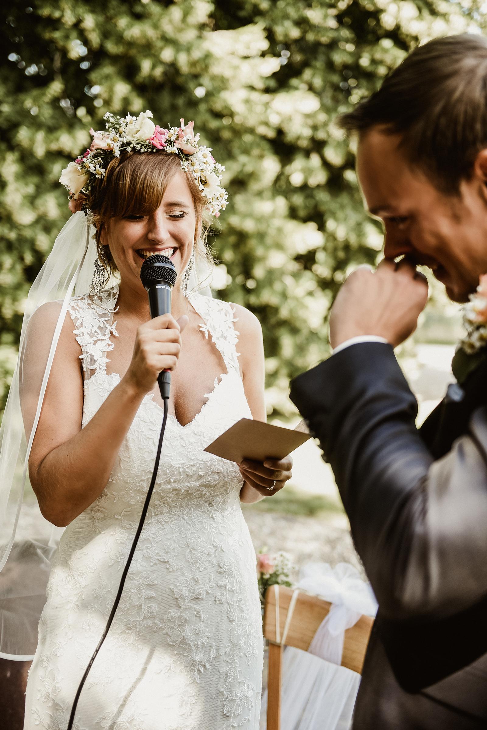Emotionaler kann eine Hochzeit wohl kaum sein - J & T bei ihrem Eheversprechen