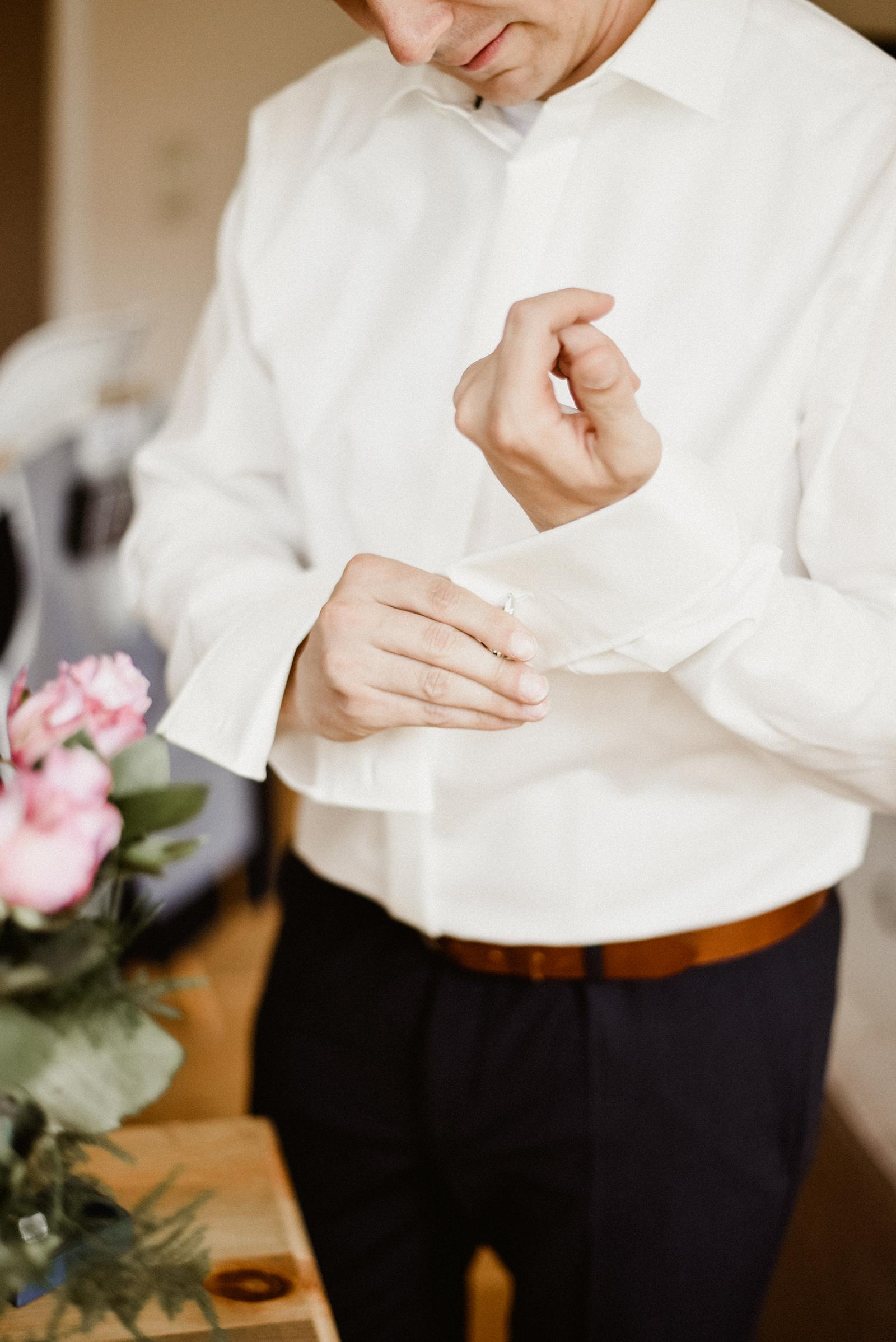 Das Getting Ready vom Bräutigam